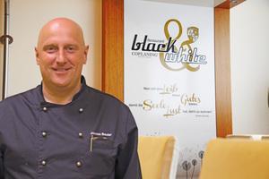 Verwöhnprogramm: Küchenchef Achim Bauler bereitet täglich kostenloses Frühstück für alle Mitarbeiter vor. Mittags kocht er zwei verschiedene Menüs