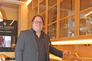 Schreinermeister Günter Schmitz setzt voll auf Premium: bei Mitarbeitern, bei den Produkten und bei den Kunden