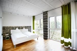 Schlafzimmer auf der Talseite im Erdgeschoss