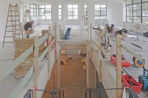 Um beide Geschosse intern miteinander zu verbinden, schnitten die Handwerker eine Öffnung in die Kellerdecke und bauten dort eine neue Betontreppe ein