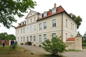 Rechts: Der dritte Preis ging in Brandenburg an ein Wohnhaus in Potsdam Fotos (4): M. L. Preiss / Deutsche Stiftung Denkmalschutz