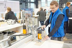 Oben rechts: Joachim Bock führt eine eigens für die Knauf Werktage verkleinerte Version des PFT Boardmasters vor