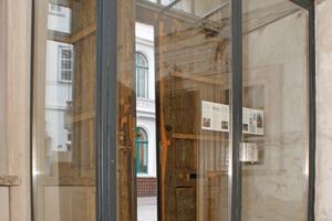 Rechts: Gläserner Windfang hinter dem Haupteingang in der Diele Fotos (2): Ulrich Büning