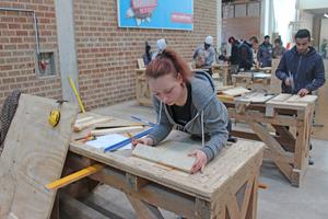 Kimberley Sander macht eine Lehre zur Stahlbetonbauerin. Nicht viele Frauen erlernen diesen Beruf
