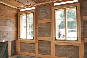 Mit Lehm gefüllte Gefache der Fachwerkaußenwand