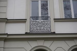Kaiser-Ludwig-Platz-detail-fassade-freitritt