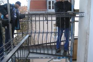 Kaiser-Ludwig-Platz-installation-balkon-geländer