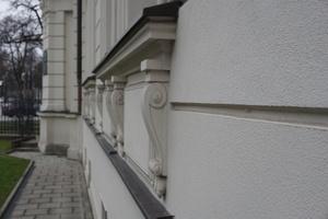 Kaiser-Ludwig-Platz-detail-fassade-sockel