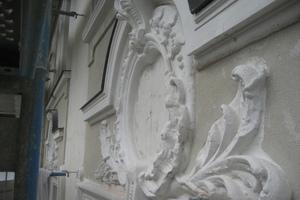 Kaiser-Ludwig-Platz-detail-stuckornament