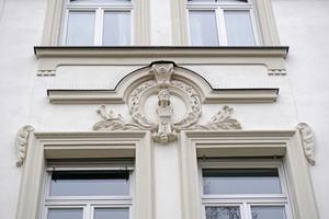 "... und an der fertigen Fassade<span class=""bildnachweis"">Foto: Thomas Schwarzmann</span>"