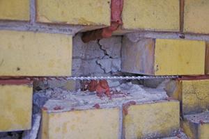 Die Fugen des Ziegelmauerwerks der Fabrik wurden mit einem Spiralankersystem mit Edelstahlankern und dem dazu zugehörigen Ankermörtel saniert