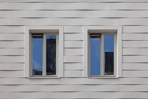 """Rechts: Bossenbänder mit Fensterfaschen nach Fertigstellung<span class=""""bildnachweis"""">Foto: Michael Heinrich</span>"""
