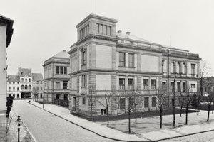 Historische Außenaufnahme des Kaiser Wilhelm Museums von 1912