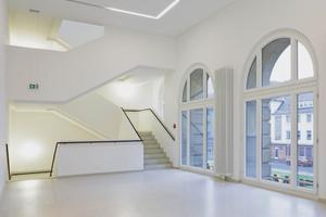 Blick in eine der beiden mit neuem zweiläufigen Aufstieg ausgestatteten Treppenanlagen⇥Fotos (4): Volker Döhne / Kunstmuseum Krefeld