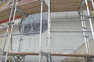 """Foyerfenster: Mit """"Aquapanel Cement Board Outdoor"""" lassen sich auch asymmetrische Formen einfach zuschneiden"""