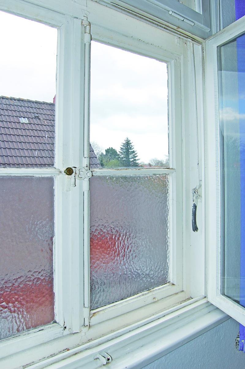 Nachgebaute Denkmalfenster in Norden mit Remmers-Lacksystem im ...