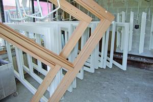 Die rekonstruierten Holzfenster wurden mit einem vierschichtigen Aufbau geschützt