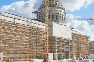 Der Baufortschritt am Berliner Schloss ist am deutlichsten an den Arbeiten an der Kuppel weithin sichtbar