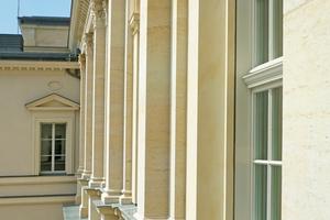 Linke Seite: Für die Wiederherstellung des Fassadenschmucks wurden Elbsandsteine verwendet, die schon bei der Gestaltung des ursprünglichen Gebäudes aus Sandsteinen und auch historisch in Potsdam und im Berlin-Brandenburger Raum Verwendung fanden Fotos (2): Thomas Wieckhorst