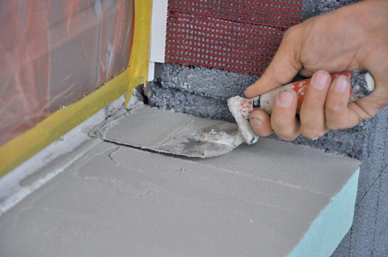 Einbau von Fensterbänken ins WDVS - Bauhandwerk