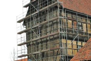 Ostfassade zu Beginn der Sanierungsarbeiten