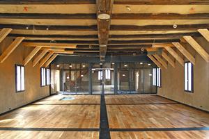 """Der ehemalige Rittersaal im zweiten Obergeschoss nach Abschluss der Lehmputzarbeiten<span class=""""bildnachweis"""">Fotos: Deutsches Fachwerkzentrum e.V.</span>"""
