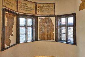 Wegen der Malereien im Erker an der Südwestecke des Hauses kam hier eine Außendämmung zur Ausführung