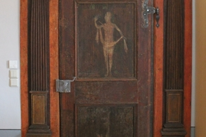 Historische Tür nach Abschluss der Restaurierungsarbeiten