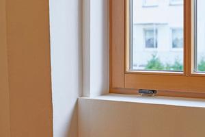 """Links unten: Die Fensterlaibungen wurden mit Laibungsplatten """"LP 1000+"""" gedämmt"""