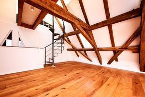 Das wunderschöne Gebälk des Dachstuhls, das fast vollständig intakt war und erhalten werden konnte.