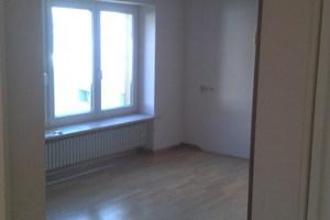 Heute Küche, früher Wohnzimmer: Der Raum vor der Entkernung.