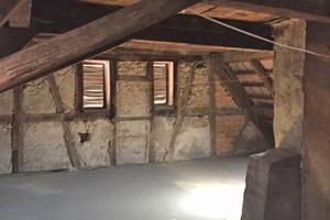 Rechts: Unterm Dach vor der SanierungFotos: Familie Reinhart