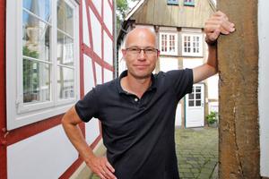 """Thomas Wieckhorst, Chefredakteur der bauhandwerk, """"Am Alten Kirchplatz"""" in Gütersloh<span class=""""bildnachweis"""">Foto: Stephan Thomas</span>Kontakt: 05241/801040, thomas.wieckhorst@bauverlag.de"""