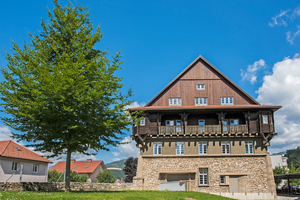 """Von außen blieb das historische Gebäude des Studentenwohnheims in Loeben unverändert<span class=""""bildnachweis"""">Foto: Siniat</span>"""
