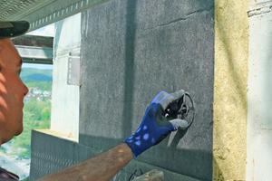 Befestigung der Wärmedämmung am Ziegelmauerwerk des Turmschaftes mit zweigeteilten Dämmstoffhaltern