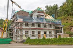 Dieses Steinhaus in Witznau wird als erste RAL zertifizierte Baustelle mit einem Innendämmsystem aus Gutex Holzfaserdämmplatte und weber.therm-Baustoffsystem ausgestattet