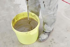 Mit dem Rührquirl können ein bis zwei Handwerker 200 bis 400 kg Sackware je Stunde mischen und einbauen