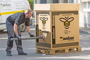 """Mit der """"weber biene"""" kann man pro Stunde etwa 800 kg Fließspachtel in die Baustelle fördern"""