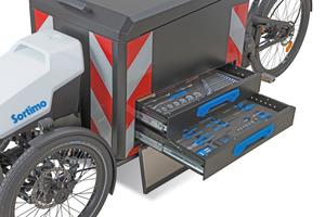"""Die abschließbare """"Side-Top-Loader"""" Variante bietet Platz für Werkzeuge und Verbrauchsmittel"""