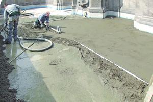 Aufbringen einer Ausgleichsschicht aus Beton mit Gefälle