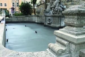 Der Wittelsbacher Brunnen nach Abschluss der konservatorischen und restauratorischen Arbeiten am Naturstein und Deckbeschichtung des Brunnenbodens