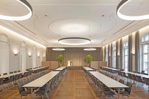 Je nach Bestuhlung finden bis zu 208 Personen in dem neu ausgebauten, rund 5m hohen Bürgersaal Platz. Dank einer ausgeprägten Formgebung der Stuckleisten und einer Gliederung der Decke wird der Gast hier in frühere Zeiten zurückversetzt