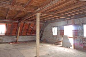 Das Thema Brandschutz stellte sich insbesondere im Dachgeschoss, wo Gästezimmer des neu eingerichteten Hotels untergebracht werden sollten