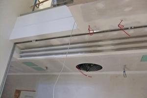 Fächerförmige Abschlüsse zur Auflockerung, die mithilfe von vorgefertigten Faltteilen ausgeführt wurden