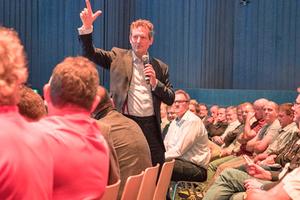 Special Guest des Forums war Dr. Eckart von Hirschhausen⇥