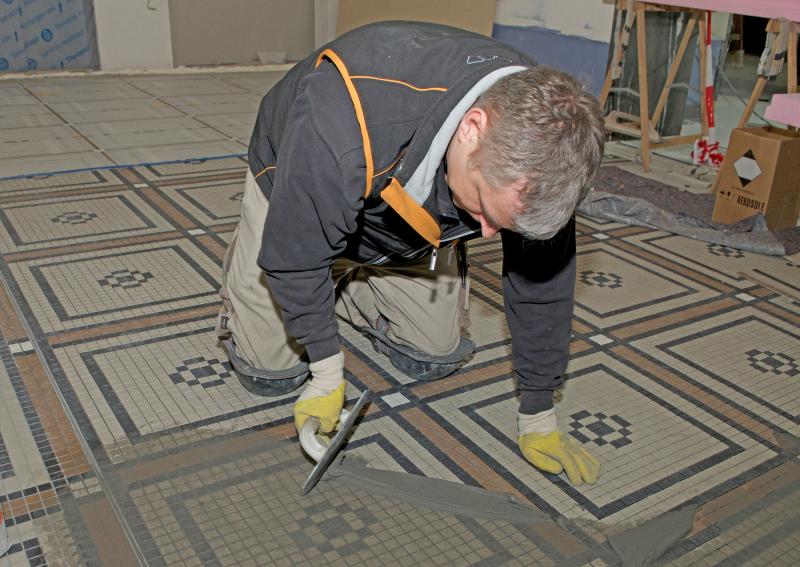 Großformatkleber Für Mosaik In Der Königlichen Eisenbahndirektion Cöln