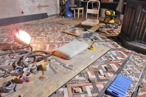 """Die Mosaikflächen des Fußbodens durften nicht betreten werden und wurden abgedeckt<span class=""""bildnachweis"""">Fotos: Elke Kuhnert</span>"""