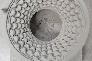 """Im 3D-Verfahren mit dem """"BauMinator""""-System aus Beton gedruckte Rosette<span class=""""bildnachweis"""">Foto: Baumit</span>"""