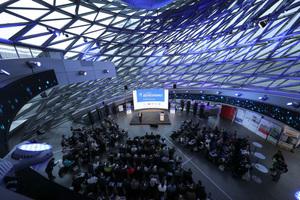 Der 2. Fachkongress für Absturzsicherheit im Kegel der BMW Welt in München  Foto: Nicolai Stein/manicotv