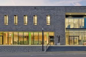 Die im vergangenen Jahr in Bad Neustadt nach Plänen des Architektur- und Ingenieurbüros pbr fertiggestellte Stadthalle